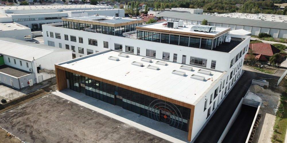 weißes Firmengebäude der sensideon GmbH